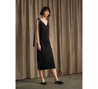 Sukienka z wiązanymi ramiączkami